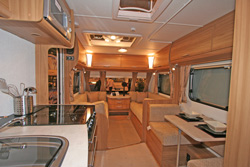 Lunar Lexon 570 Front lounge