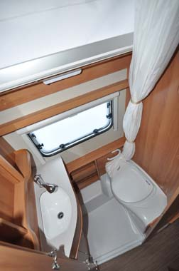 Eriba Touring 540GT - washroom