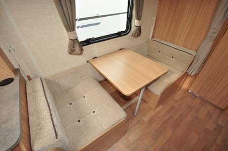 Coachman Vision Xtra 520 dinette