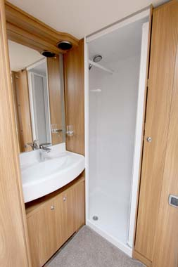 Swift Conqueror 530 caravan Shower room V1
