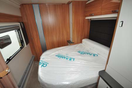 Swift Elegance 580 caravan bedroom