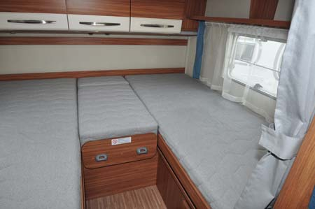 carado t337 motorhome review german quality uk price. Black Bedroom Furniture Sets. Home Design Ideas
