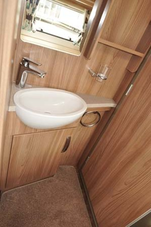 Swift Challenger Sport 514 washroom