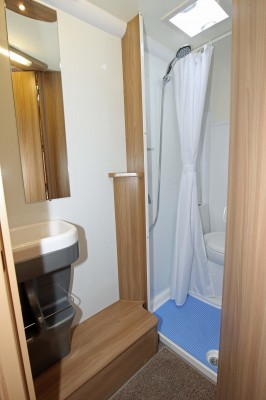 640 6 Shower room