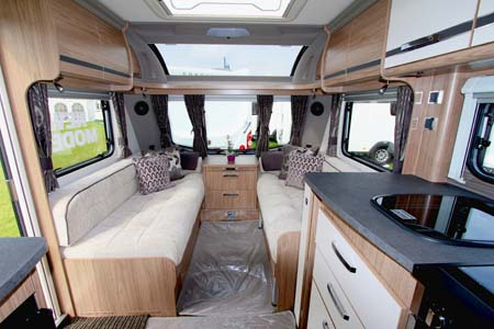 Coachman VIP 575 Interior