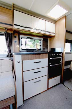 Coachman VIP 575 Kitchen 1
