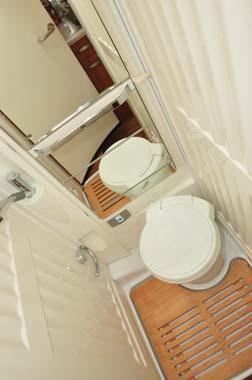 Hymer Exsisi 414 washroom