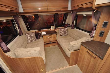 Lunar Lexon 590 Lounge