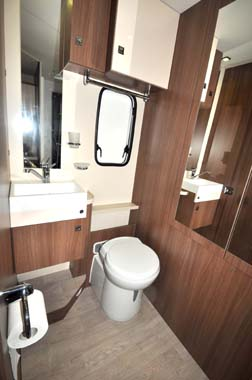 Chausson Flash 610 Washroom