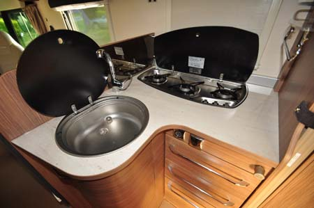 Itineo SB700 motorhome kitchen