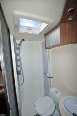 Itineo SB700 motorhome washroom