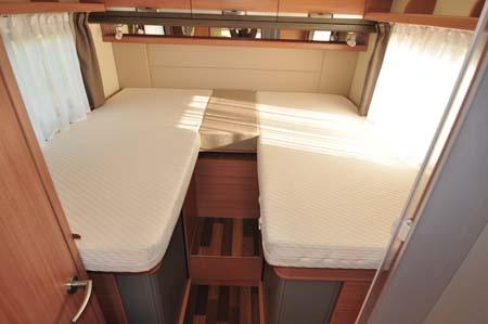 Knaus Sun TI 700M beds_1