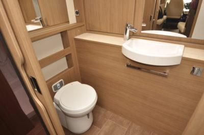 Dethleffs 4-travel washroom