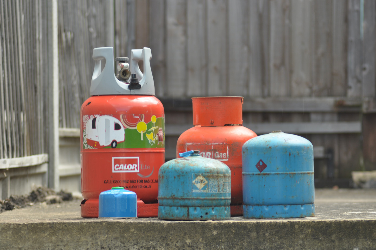 Gas cylinder for giving: installation, refueling, connection 99