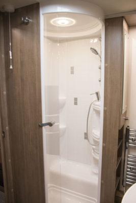 Lunar Alaria RI Caravan shower