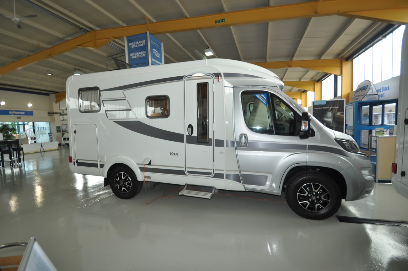 2016 hymer van 374 motorhome review caravan guard. Black Bedroom Furniture Sets. Home Design Ideas