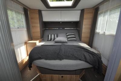 Adria Sonic Supreme 710SBC bed