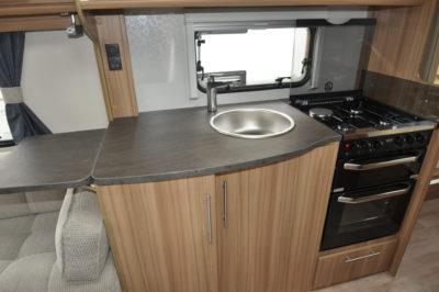 Lunar Quasar 674 Kitchen
