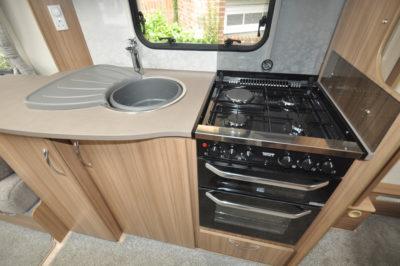 Lunar Lexon 660 kitchen