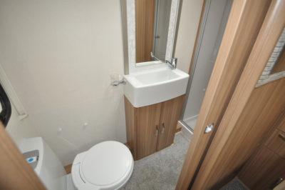 Lunar Lexon 660 washroom