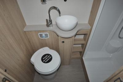 Xplore 422 WC and basin
